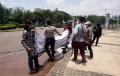 polisi-bubarkan-demo-di-depan-istana-merdeka_20210923_152037.jpg