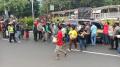 Polsek Tanjung Duren Berbagi Beras Warga Terdampak PPKM