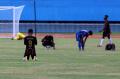 pon-xx-tim-sepak-bola-papua-bantai-tim-jawa-barat-5-1_20210927_202155.jpg