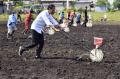 presiden-jokowi-tanam-jagung-di-sorong_20211004_125240.jpg