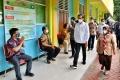 presiden-jokowi-tinjau-vaksinasi-covid-19-pada-guru-dan-lansia_20210224_200836.jpg