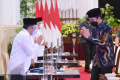 presiden-jokowi-wapres-dan-sejumlah-menteri-serahkan-zakat_20210415_214834.jpg
