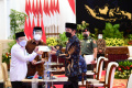 presiden-jokowi-wapres-dan-sejumlah-menteri-serahkan-zakat_20210415_215735.jpg