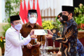presiden-jokowi-wapres-dan-sejumlah-menteri-serahkan-zakat_20210415_215908.jpg