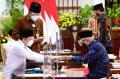 presiden-jokowi-wapres-dan-sejumlah-menteri-serahkan-zakat_20210415_220228.jpg