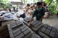 produksi-paving-block-berbahan-sampah-plastik_20201029_204149.jpg