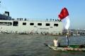 ratusan-nelayan-suramadu-terima-bantuan-sembako-di-kri-makassar_20200613_045228.jpg