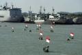 ratusan-nelayan-suramadu-terima-bantuan-sembako-di-kri-makassar_20200613_045615.jpg