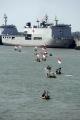ratusan-nelayan-suramadu-terima-bantuan-sembako-di-kri-makassar_20200613_050510.jpg