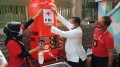 Relawan PMI Jakarta Memasang Alat Cuci Tangan