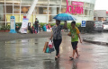 rezeki-ojek-payung-di-bulan-ramadan_20210415_204630.jpg