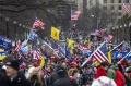 ribuan-pendukung-donald-trump-serbu-gedung-kongres-amerika_20210108_011016.jpg