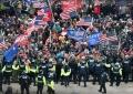 ribuan-pendukung-donald-trump-serbu-gedung-kongres-amerika_20210108_011215.jpg
