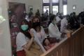 rina-nose-dan-suami-hadiri-sidang-jerinx-di-pn-denpasar_20201021_113214.jpg