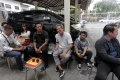 rina-nose-dan-suami-hadiri-sidang-jerinx-di-pn-denpasar_20201021_115018.jpg