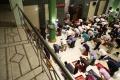 salat-tarawih-pertama-ramadhan-terapkan-physical-distancing_20200423_211732.jpg