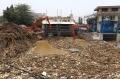 sampah-menumpuk-di-pintu-air-manggarai_20191009_182302.jpg