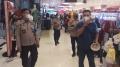 satgas-covid-19-himbau-pengunjung-tangcity-mall-waktu-tutup-bela_20210511_115556.jpg