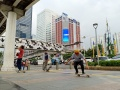 sejumlah-remaja-bermain-skateboard-di-trotoar_20200620_091748.jpg