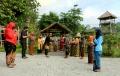 sungkeman-antarwarga-ala-kampung-jawi-semarang_20200526_122319.jpg