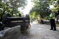 tabrak-pembatas-jalan-mobil-terbalik-di-simprug-jakarta-selatan_20200422_183121.jpg