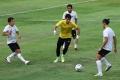 timnas-senior-indonesia-berlatih-perdana-di-bawah-arahan-pelatih-shin-tae-yong_20200807_202437.jpg