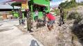 tni-bersama-warga-bersihkan-lingkungan-desa-sengkuang-kalbar_20210614_224649.jpg