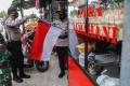 tni-polri-bagikan-bendera-merah-putih-pada-warga-aceh-besar_20200812_235625.jpg