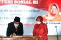 Tri Rismaharini Hadiri Serah Terima Jabatan Menteri Sosial