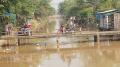 Tumpukan Sampah di Pintu Air Irigasi Barat Cisadane