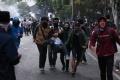 unjuk-rasa-mahasiswa-dan-pelajar-di-depan-gedung-dprd-jabar_20191002_234302.jpg