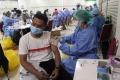 vaksinasi-covid-19-untuk-pegawai-toko_20210323_233300.jpg