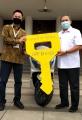 walikota-bandung-terima-22-motor-listrik-pt-hhp-energy-indonesia_20210225_154516.jpg
