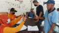 Warga Antri Terima Bantuan Sosial Tunai (BST) Akhir
