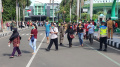 Warga Antri Untuk Suntik Vaksin Covid-19 di Tangerang