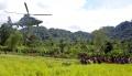 warga-desa-kopeang-yang-terisolasi-menerima-sembako-tni-al_20210126_233939.jpg