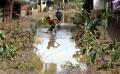 warga-kabupaten-bandung-bersihkan-lumpur-pasca-banjir_20190422_220150.jpg