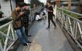Warga Manfaatkan JPO Sudirman Untuk Spot Selfie dan Nongkrong