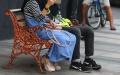 warga-tak-terapkan-jaga-jarak-di-jalan-asia-afrika-kota-bandung_20200625_225058.jpg