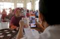 warga-terima-blt-di-kelurahan-peterongan-semarang_20210726_151716.jpg