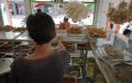 Warteg Kembali Layani Makan Di Tempat