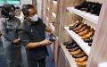 yana-mulyana-tinjau-pabrik-sepatu-kulit-handmade-bandung_20210331_214106.jpg
