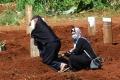 ziarah-kubur-di-makam-korban-covid-19-pondok-ranggon_20200524_210700.jpg
