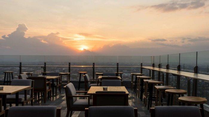 Para pengujung dapat menikmati sunset saat menginap di Alila Solo