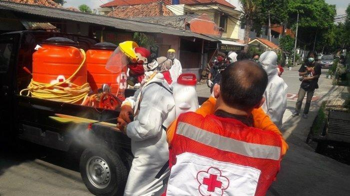 36 mahasiswa STT Bethel Petamburan, Jakarta Pusat menjalani isolasi diri setelah terpapar Virus Covid-19. PMI semprot asrama mahasiswa STT Bethel Indonesia Petamburan.