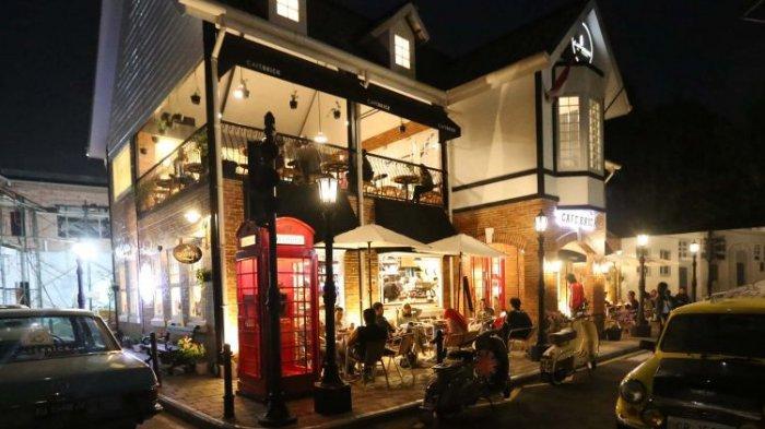 Suasana saat malam hari di Cafe Brick