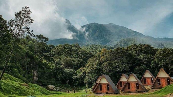 Menginap di camp Sakura Hills Tawangmangu, berlatarkan pemandangan indah Gunung Lawu, Jawa Tengah