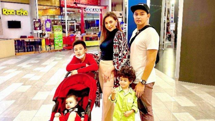 Alessia Cestaro bersama suami (Ahmad Affandy) dan anak-anaknya.