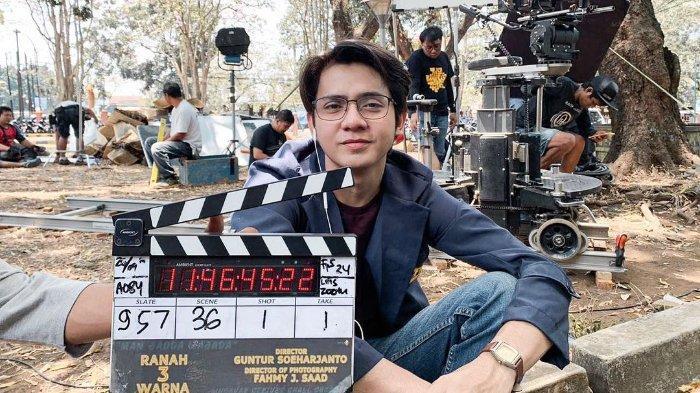 Arbani Yasiz sedang syuting film Ranah Tiga Wanra.