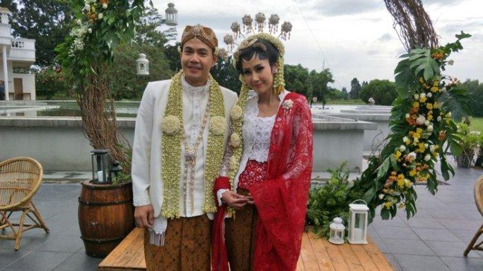 Ardina Rasti dan Arie Dwi Andika usai melangsungkan akad nikah di The Lodge Hotel Jagorawi, Gunung Putri, Jawa Barat, Sabtu (20/1/2018).